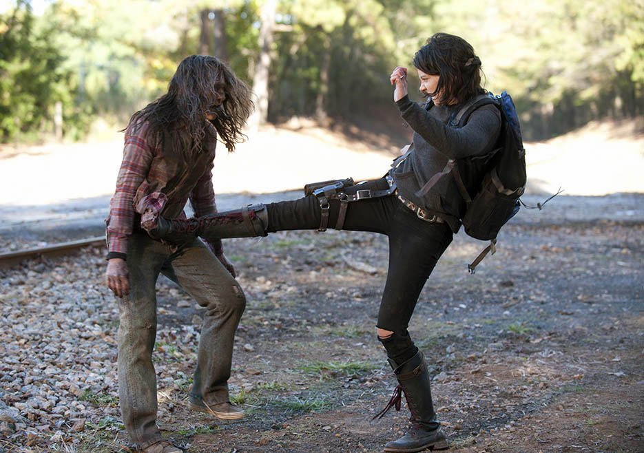 The Walking Dead 413 Maggie Kick-ass